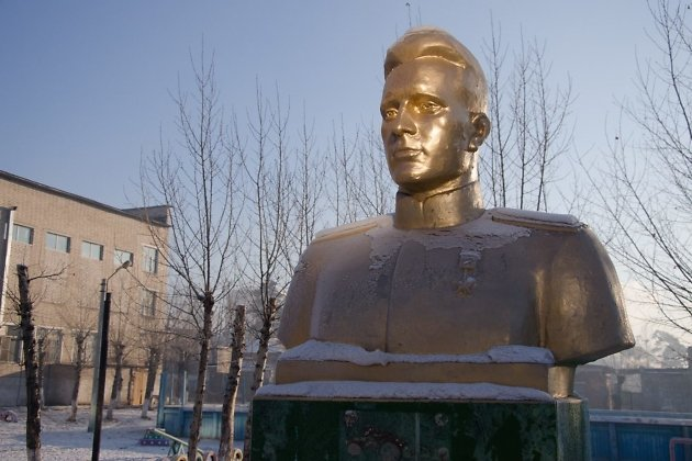 Памятник герою СССР, участнику ВОВ В.Н. Подгорбунскому, в честь которого назван детдом