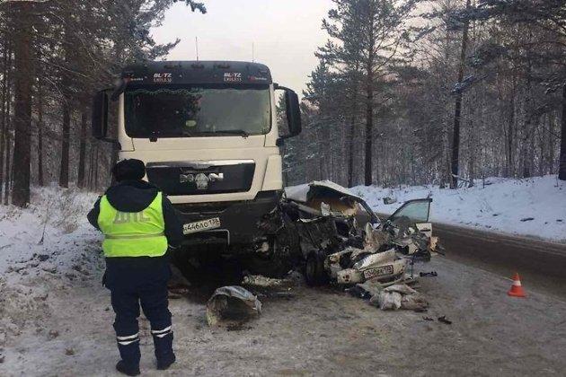 Шофёр универсала умер вДТП наБайкальском тракте