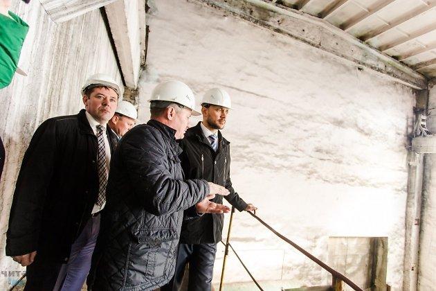Виктор Паздников (крайний слева) и Александр Осипов (крайний справа)