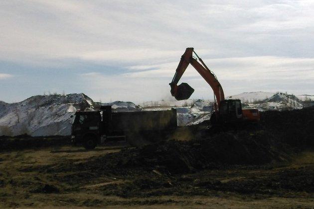 После того, как была перерезана лента, строительная техника начала работы
