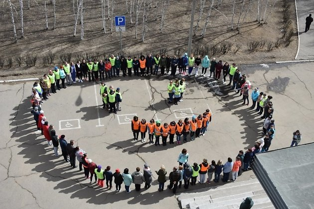 врачи Забайкалья выстроились в смайл в честь Всемирного дня здоровья