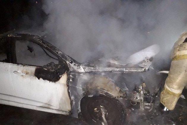 сгоревший автомобиль в Ангарске