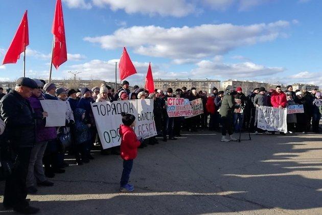 Митинг на площади труда