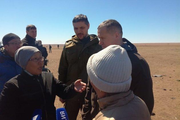 Юрий Трутнев говорит с жительницей пострадавшего села Усть-Ималка