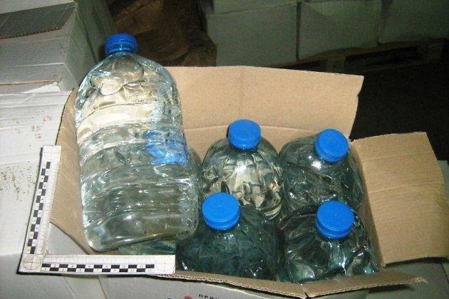 Подпольный цех ссотней тонн поддельного алкоголя найден вИркутске