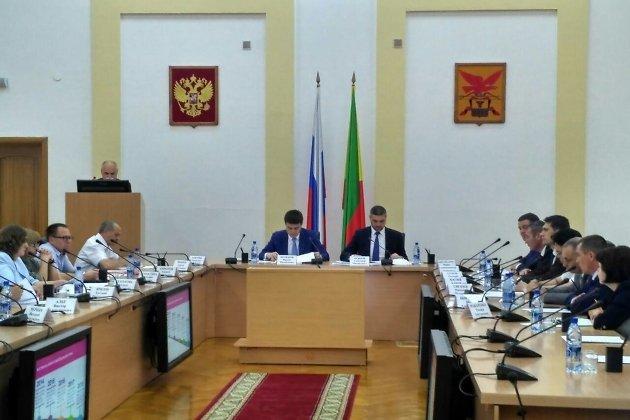 Ректор ЗабГУ Сергей Иванов выступает с докладом на совещании по развитию науки и высшего образования в Забайкальском крае.