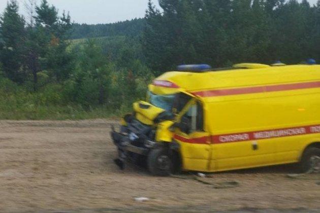 Водитель реанимации ехал с ремонта и погиб при столкновении с катком