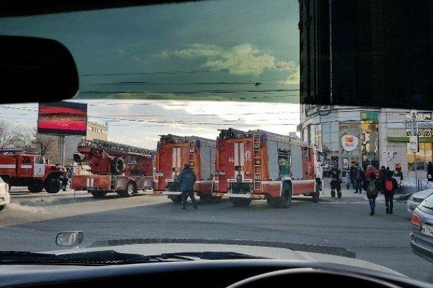 Пожарные машины возле Театральной