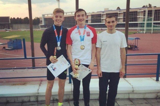 Андрей Попов (слева)