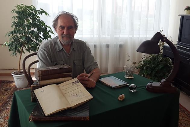 Иркутянин подарил «Молчановке» уникальные издания 19 века, найденные напомойке
