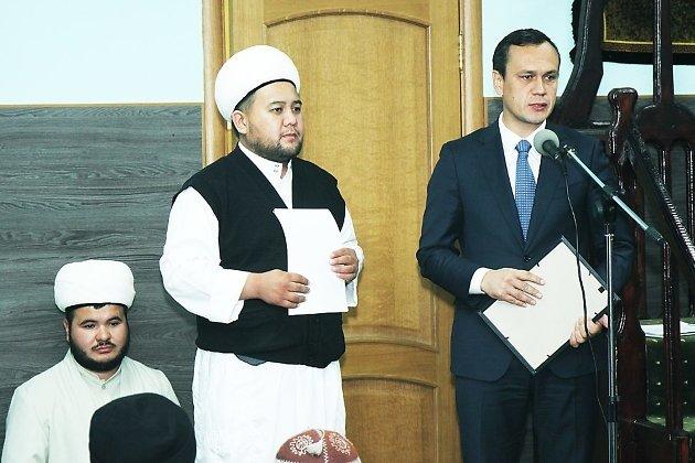 Дмитрий Кочергин поздравляет мусульман