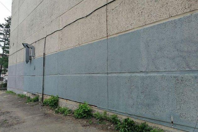 Стена напротив