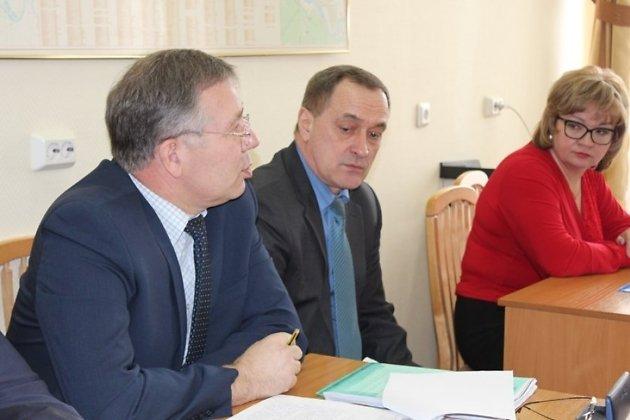 Сергей Скурыдин (в центре)
