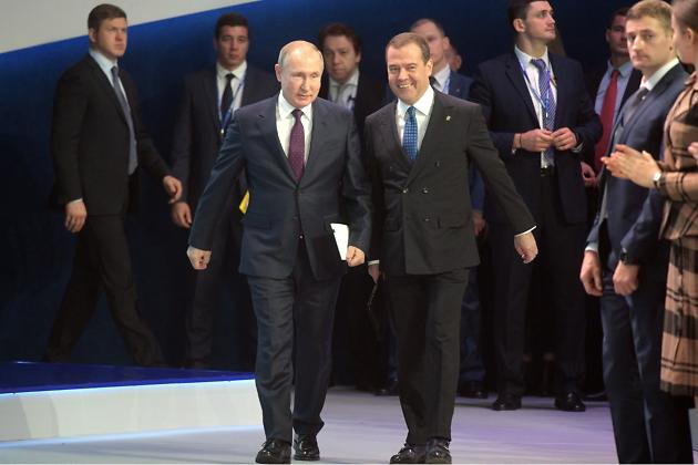 Президент Владимир Путин и премьер-министр Дмитрий Медведев на 19-м съезде
