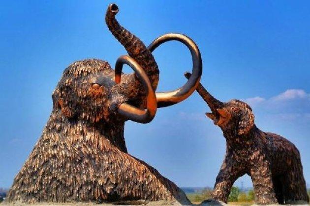 Памятник мамонтам в селе Мальта