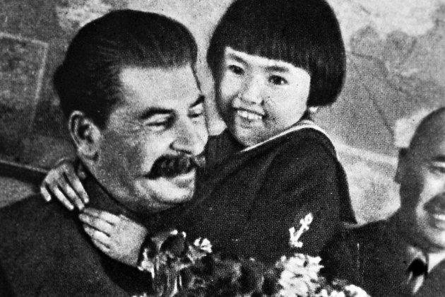 Фотография «Друг детей»; на снимке Геля Маркизова, чьи родители впоследствии были репрессированы.