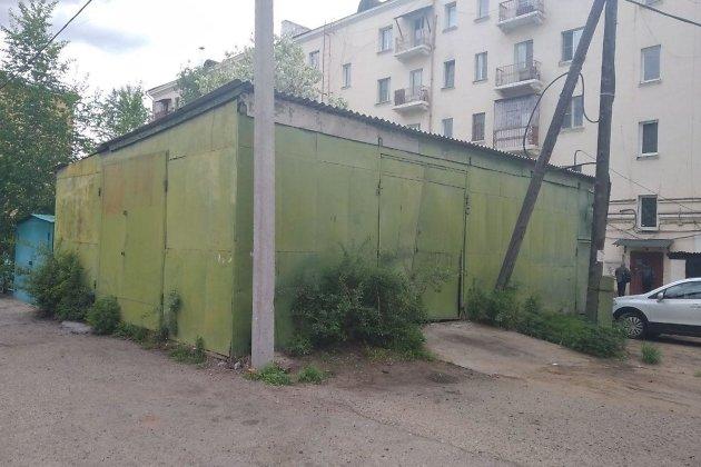 Склад возле дома на Ленинградской