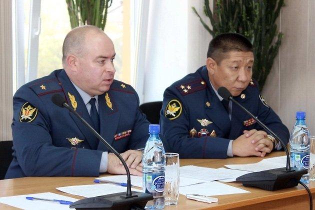 на фото Николай Сангаджигоряев справа