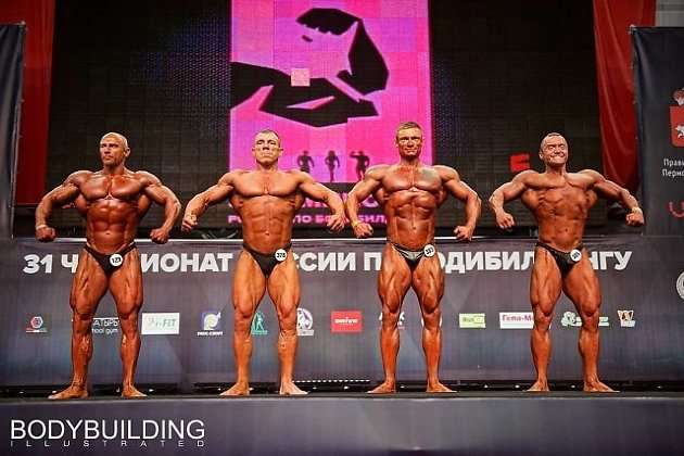 Денис Башкатов - второй справа