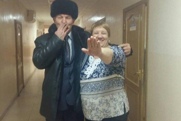 На фото председатель совета района, депутат «Единой России» Вильгельм Зайдель и директор библиотек Читинского района Евгения Ушакова