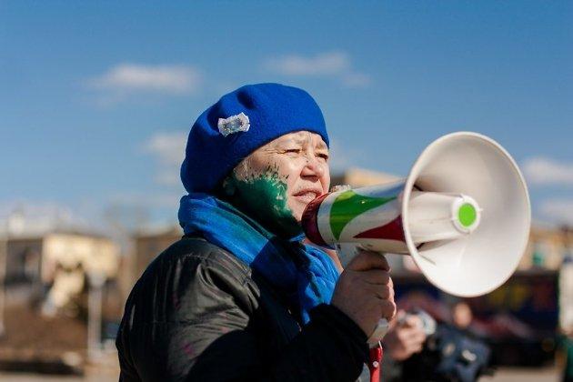 Марина Савватеева на протестной акции после выхода расследования ФБК
