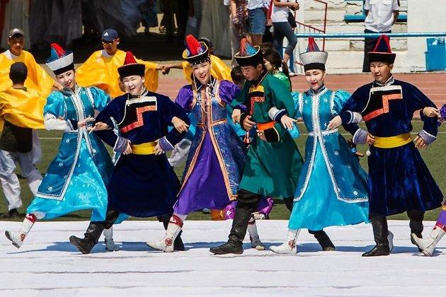 Ёхор - традиционный танец бурят, символизирующий единение народа