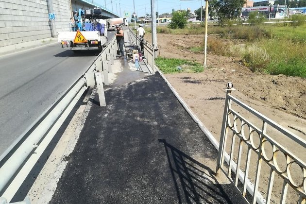 Свежий асфальт на тротуаре Каштакской развязки в Чите