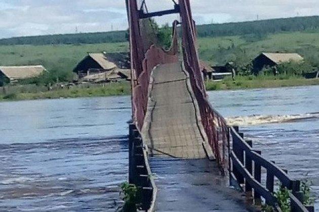 Мост в Приисковом во время потопа 2018 года