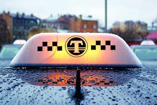 Пассажирка такси вИркутске незахотела расплачиваться иугнала машину