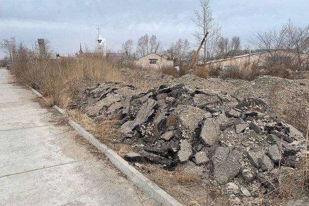 Строительный мусор на набережной в Чите