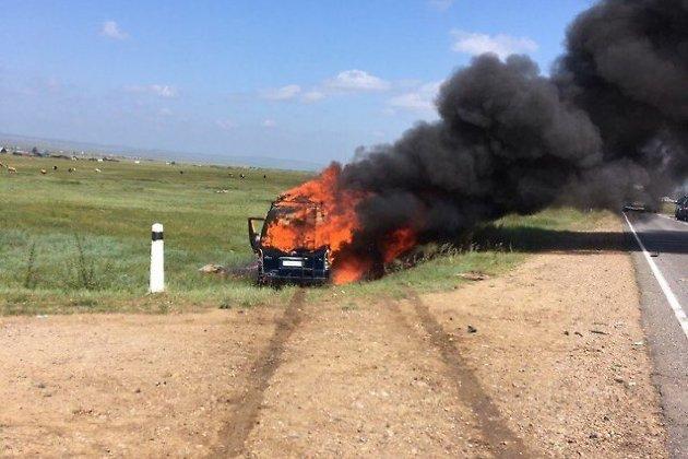 ВЭхирит-Булагатском районе микроавтобус с12 пассажирами врезался встолб и зажегся