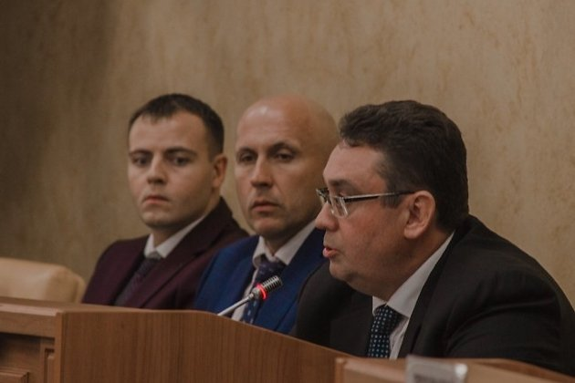 Депутат гордумы Андрей Лабыгин (первый справа) на заседании 27 сентября