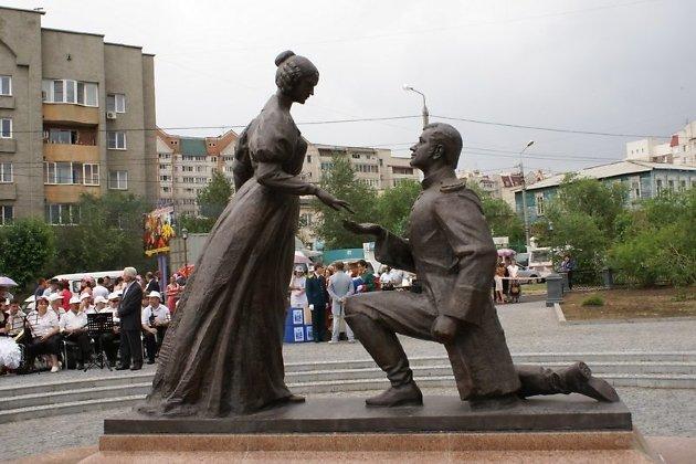 Памятник любви и верности