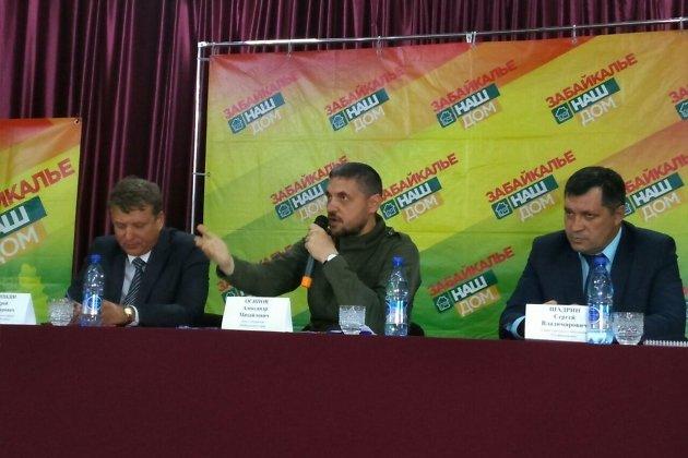 Слева направо: глава Оловяннинского района Андрей Антошкин, врио губернатора Забайкалья Александр Осипов и глава Оловянной Сергей Шадрин