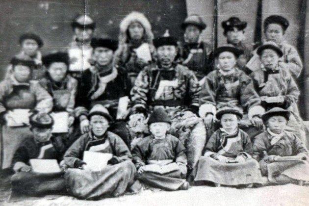 Учителя и ученики Агинской школы. 1915 год