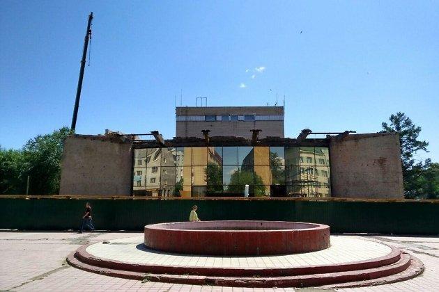 Демонтаж здания драмтеатра