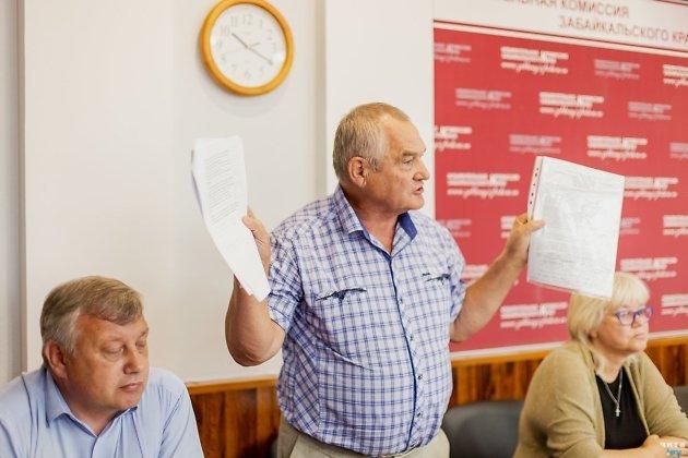 Юрий Гайдук спорит с комиссией, отказавшейся зарегистрировать его на выборы