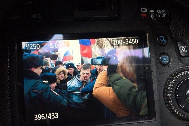 Задержание провокатора на марше памяти Бориса Немцова