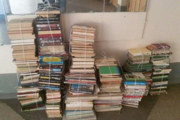 Учебники и книги, собранные в школе №9