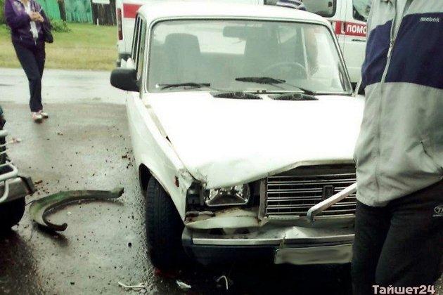 Нетрезвый шофёр на«Жигулях» протаранил людей наостановке вИркутской области
