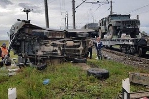 Сбитый поездом УАЗ на станции Степь
