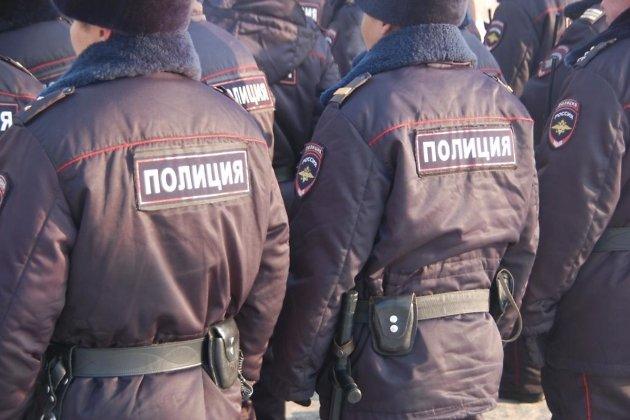 ВУсть-Илимске милиция задержала втакси нетрезвого пассажира спистолетом