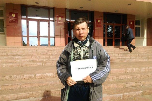 Николай Лиханов на одной из голодовок под окнами краевого правительства