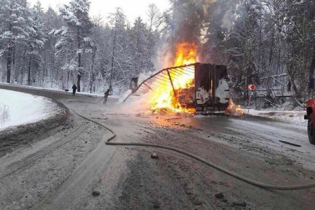 ВШелеховском районе впериод движения загорелась фура