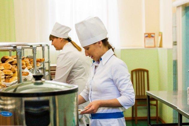 Бесплатное школьное питание предусмотрят идля усыновленных детей