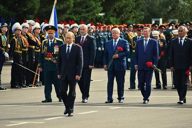 Путин на возложении венков в 2015 году