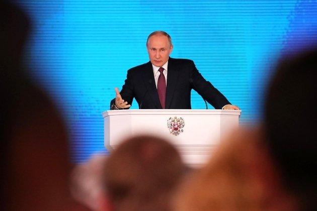 Владимир Путин выступает перед Федеральным собранием
