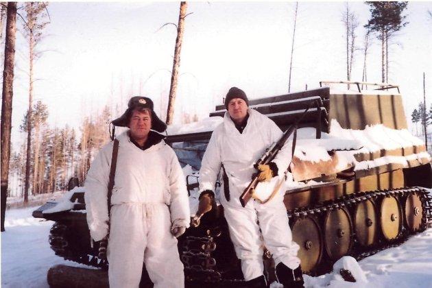 Константин Гудков справа.