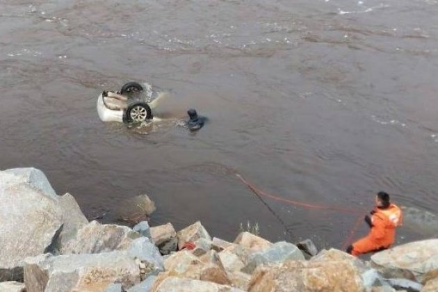 Тело водителя извлекли из утонувшего автомобиля в Каштаке