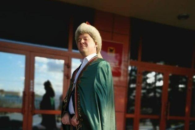Марат Мирхайдаров в башкирском национальном костюме